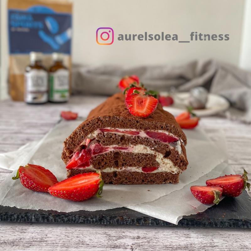Ruladă high-protein cu cremă de brânză, căpșuni și mentă | HEALTHY & NO SUGAR | @aurelsolea__fitness
