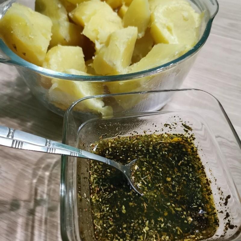 Cartofi fierți cu ierburi aromate