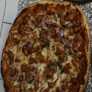 Pizza bbq cu pui