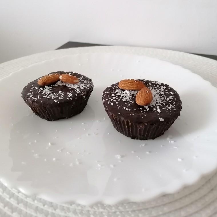 Healthy Chocolate Cupcakes - fără coacere