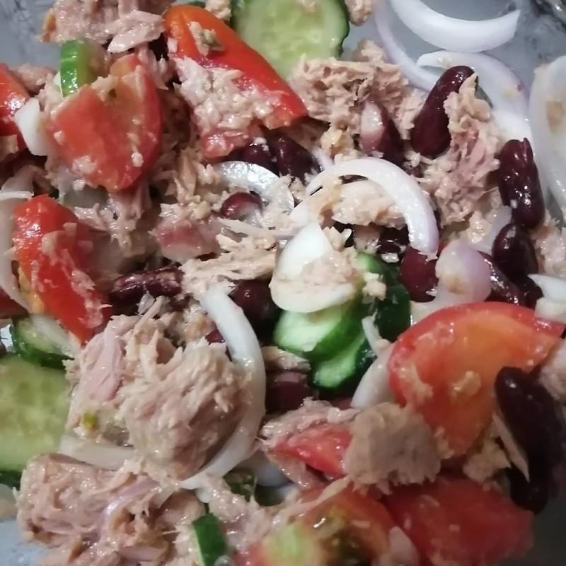 Salata de ton cu fasole roșie și legume