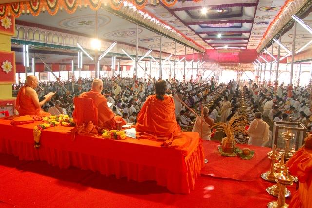 swamijis-conducting-the-vishnusahasranaama-mahayajna