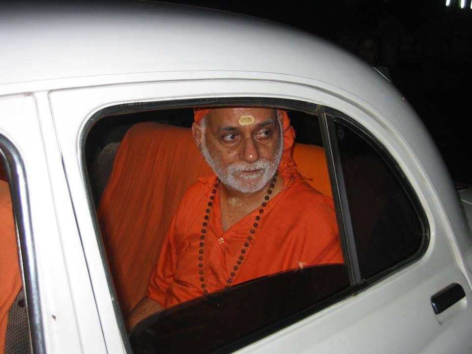 Swamiji_in_a_car